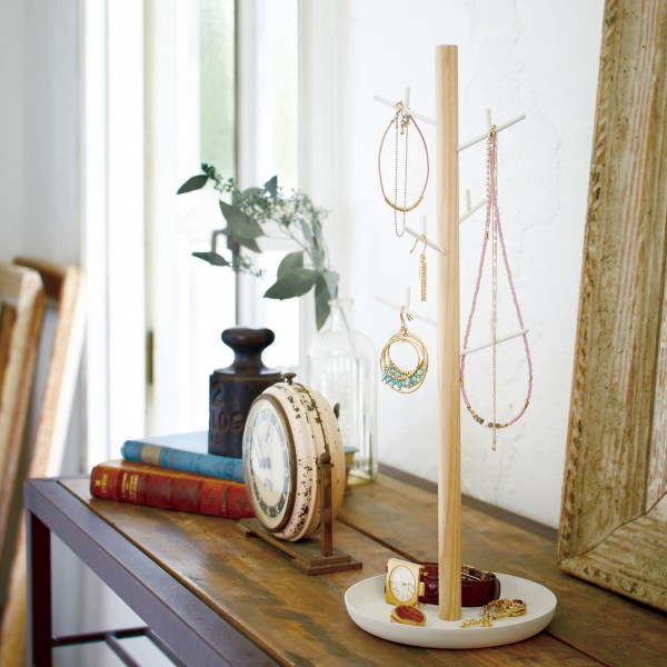 rangement bijoux en bois porte collier blanc. Black Bedroom Furniture Sets. Home Design Ideas