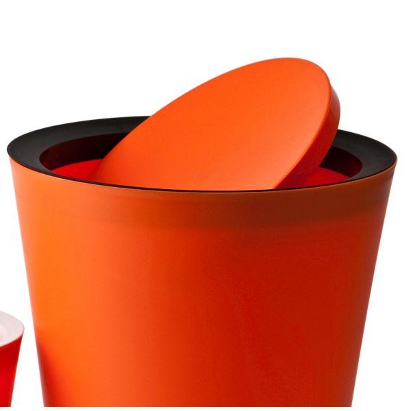 Poubelle salle de bain orange for Poubelle de salle de bain design noire soft touch 5l