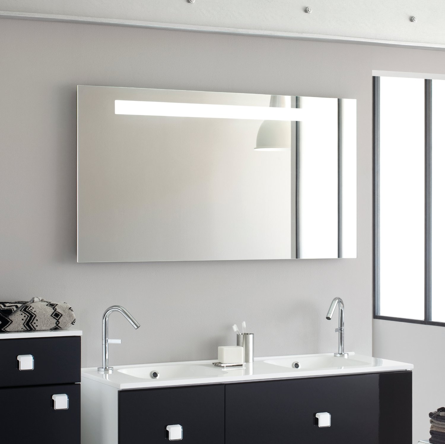 miroir salle de bain sanijura reflet sens d co et saveurs. Black Bedroom Furniture Sets. Home Design Ideas