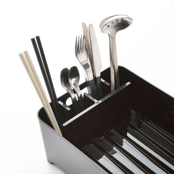 egouttoir vaisselle noir en plastique egouttoir vaisselle design et porte couverts. Black Bedroom Furniture Sets. Home Design Ideas