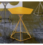 Table d'appoint jaune design