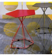 Table d'appoint design rouge