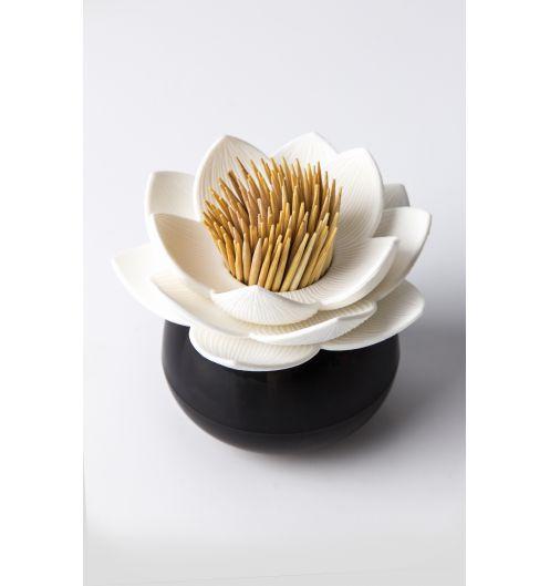 https://www.deco-et-saveurs.com/7961-jqzoom/porte-cure-dents-noir-et-blanc-lotus-qualy.jpg