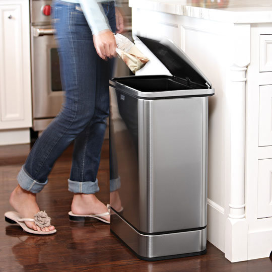 Simple human des poubelles design et intelligentes d co et saveurs for Poubelle cuisine design